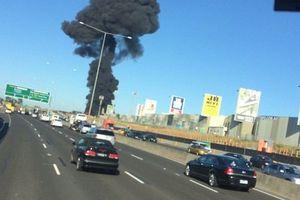 En Australie, le crash d'un avion s'est écrasé dans le bâtiment торгцентра