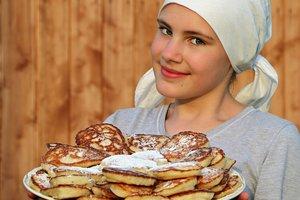 Масленица в Одессе: вкусные блины, заводной балаган и чучело