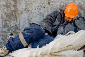 Украинские заробитчане: сколько зарабатывают и в каких условиях живут