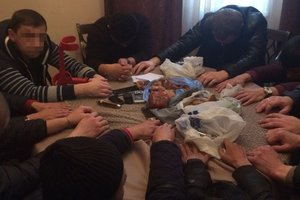 В Житомирской области с янтарем задержали вооруженных уголовников и иностранцев