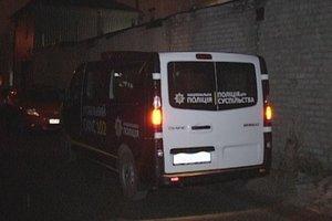 В Киеве мужчины заперли сотрудника в подвале гаража
