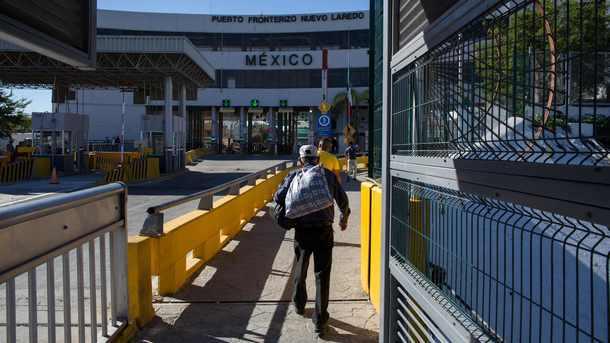 Депортированный изсоедененных штатов мексиканец совершил самоубийство награнице