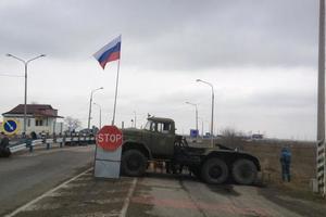 À l'entrée de la Crimée, les occupants ont retenu l'ukrainien