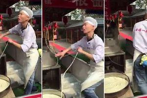 Ролик с танцующим поваром из Китая стал хитом в Сети
