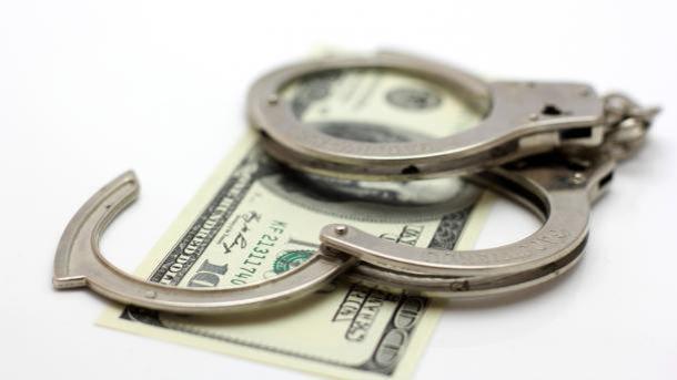 Правоохранители задержали полковников Генштаба ВСУ иГоспогранслужбы при получении $6 тыс. взятки