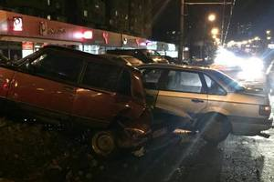 In Kiev the drunk driver of VAZ Volkswagen threw in a snowdrift and ran away