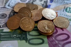 Гривня к выходным укрепилась к доллару и евро