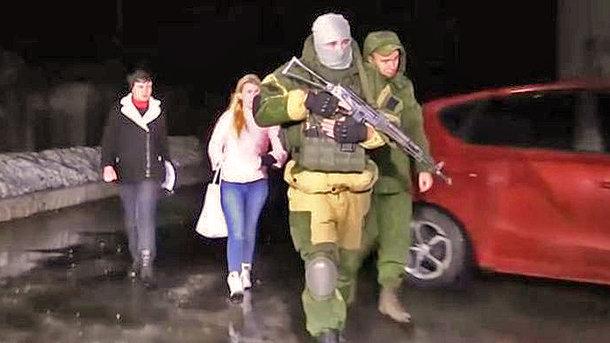 Савченко в сопровождении боевиков на Донбассе