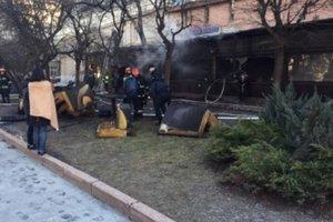 I centrum Lviv restaurang brann ner
