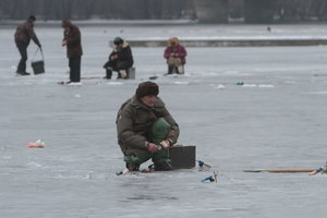 In Kiev, the fisherman fell through thin ice and died