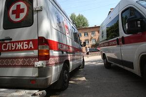 À Kiev, le petit garçon est tombé du quatrième étage de la maison