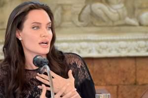 41-летняя Анджелина Джоли снялась в нежном ролике