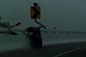 Мотоциклист погиб в Таиланде, сорвавшись с 15–метрового моста