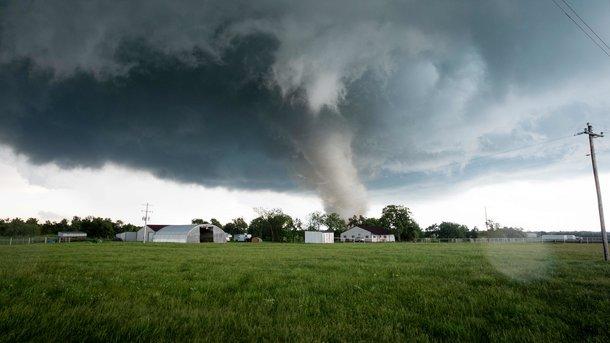 Жертвами торнадо вцентре США стали два человека