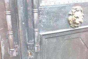 Очередное ЧП в Институте национальной памяти в Киеве: вандалы подожгли входные двери