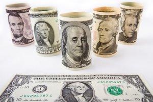 Что будет с курсом доллара в марте: прогноз экспертов