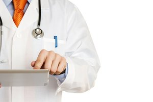 Скандал в психбольнице: главврачу сообщили о подозрении в истязании пациентов