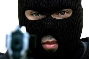 В Киеве трое в масках отобрали у мужчины рюкзак с миллионом