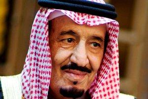 Король Саудовской Аравии привез в Индонезию свой лифт