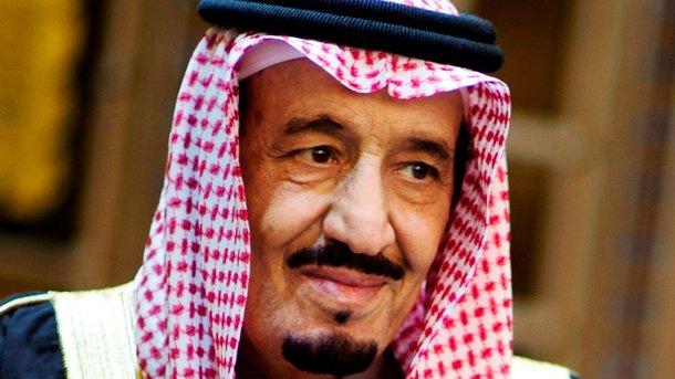 Монарх Саудовской Аравии взял ссобой вИндонезиию 450 тонн багажа