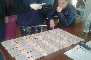 В Черкассах чиновник требовал 35 тыс. гривен взятки за снятие ареста с автомобиля