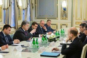 Порошенко обсудил с Габриэлем новые санкции против РФ
