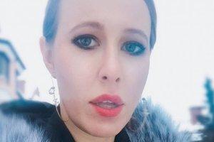 Подсказка мужу на 8 марта: Ксения Собчак в стильном наряде назвала свой любимый цвет