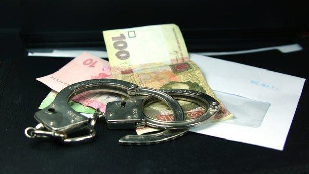 Две тысячи грн заМАФ: чиновник горсовета попался навзятке