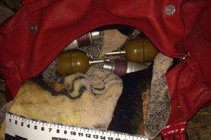 Возле Славянска нашли женскую сумку с гранатами