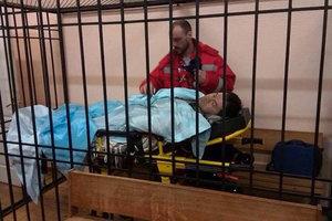 Насирова на носилках занесли в суд, взрывчатку не нашли