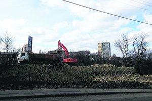 Строительный скандал в Киеве: гору сравняли с тротуаром