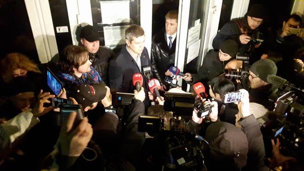 Насиров хочет сделать официальное объявление и ожидает всуде Холодницкого иСытника