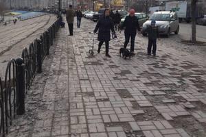 В Киеве на Оболонской набережной исчезла плитка