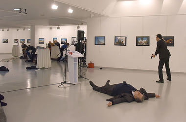 В Турции арестовали россиянку, которая может быть связана с убийцей посла Карлова - Hurriyet