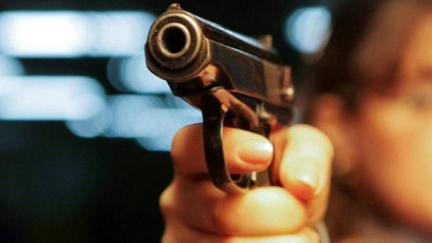 Гражданин Винницы ранил изпистолета 2-х человек вкафе из-за женщины