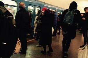 В метро Киева пассажиры сами поймали убегающего грабителя