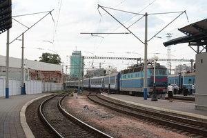 Под Киевом поезд насмерть сбил парня, который шел по рельсам