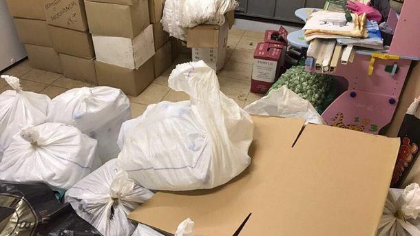 Правоохранители обнаружили и изъяли более 530 литров контрафактной водки. Фото: прокуратура