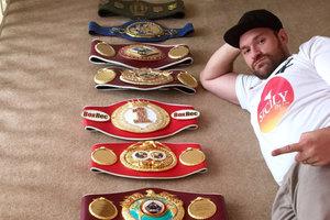 Тайсон Фьюри объявил о своем возвращении на ринг 13 мая