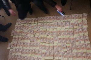 Майор полиции погорел на взятке: подробности задержания