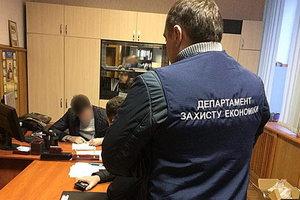 Взятка за водительские права: в Житомирской области поймали директора сервисного центра МВД