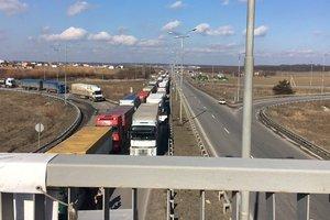 СМИ: Возмущенные люди заблокировали трассу Киев-Одесса