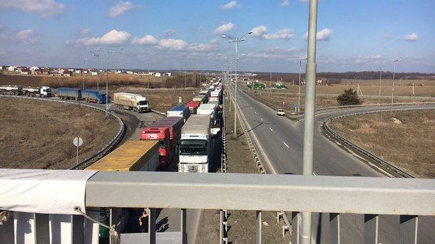 Водители грузовых авто заблокировали дорогу «Киев-Одесса»
