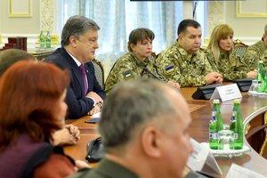 Порошенко встретился с женщинами-военнослужащими: С такими женщинами победа Украины неизбежна