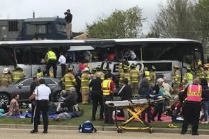 В США поезд протаранил автобус с 50 пассажирами