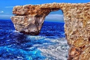 """На Мальте рухнула легендарная скала из сериала """"Игра престолов"""""""