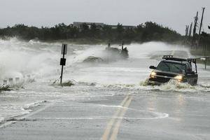Мир содрогается от природных катаклизмов: большая вода заливает целые города