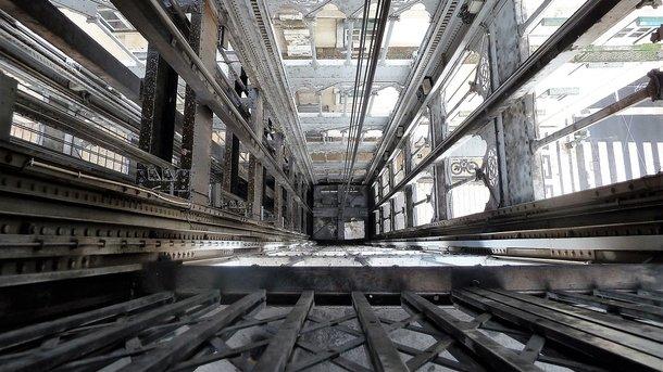 Двое харьковчан провалились вшахту лифта заброшенного здания