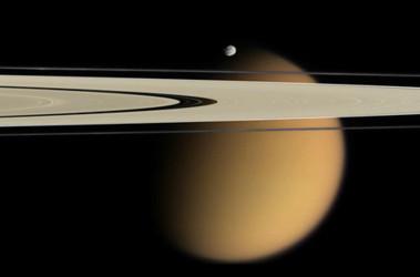 Астрономы нашли нефть и газ на спутнике Сатурна