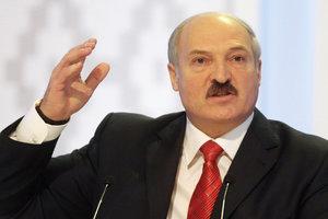 Лукашенко поручил чиновникам  трудоустроить супругов и любовников